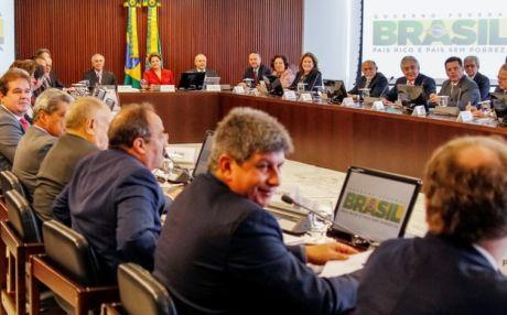 """Dilma, sobre crise na Europa: """"Não há luz no fim do túnel"""""""