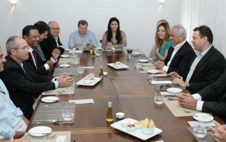 Editor da Esplanada debate cenário político em encontro empresarial no ES