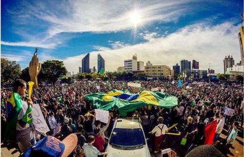 12 mil vão às ruas de Cascavel