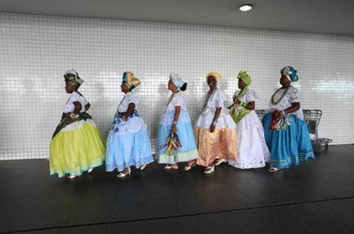 Baianas no Aeroporto de Salvador – Foto de Evandro Teixeira