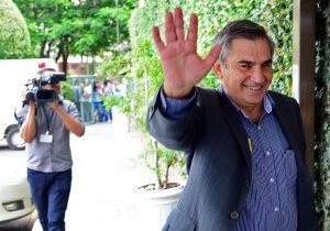 Por Lula, Gilberto Carvalho visita ministros do STF
