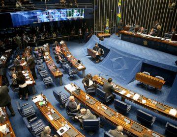 Senadores se desentendem no plenário