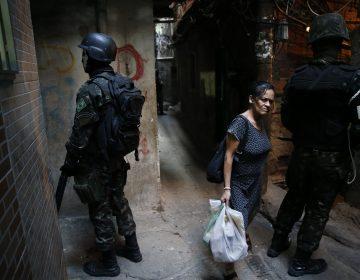 Intervenção federal no Rio beneficia os governos de Temer e Pezão
