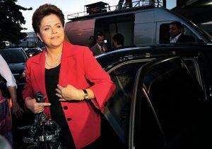 Ex-presidente Dilma conversa com Bispo emérito