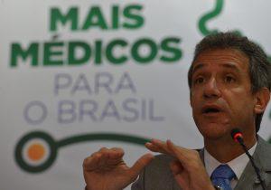 Setor privado negocia com prefeituras sobre Mais Médicos
