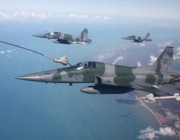 FAB mantém F-5 e espera os primeiros caças Gripen para 2021