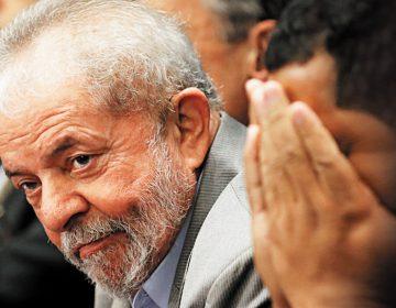 Senadores do PT e aliados vão visitar Lula na cadeia