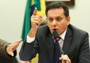 Deputado apresenta PEC de redução de número de parlamentares