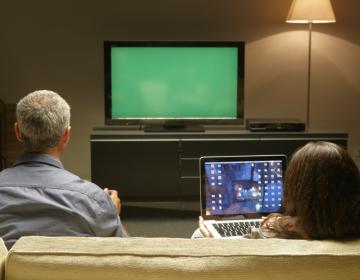 Pesquisas apontam TV e internet como fontes para decidir voto