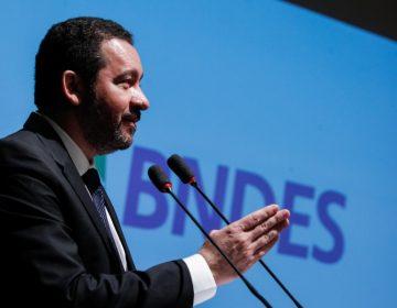 Presidente do BNDES faz lobby para ficar no cargo