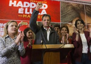 Caciques do PT admitem, internamente, ser difícil virar contra Bolsonaro