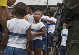 Polícias não usarão mais escolas como base de operação no Rio