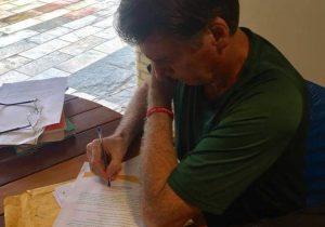 De olho em Haddad, Bolsonaro assina carta para Movimento Católico