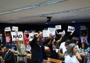 """Polêmica de """"Escola Sem Partido"""" volta à pauta na Câmara"""