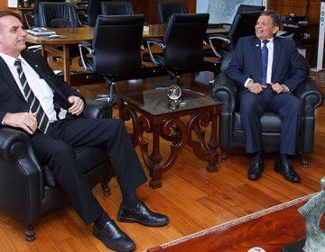 Bolsonaro recebe alerta sobre orçamento insuficiente nas Forças