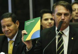 Bolsonaro unirá pasta do trabalho a outro ministério