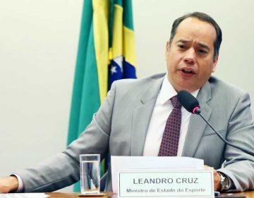 Ministro do esporte reforça coro dos insatisfeitos contra a fusão