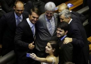 Planalto só entra na disputa da Câmara e Senado em Janeiro