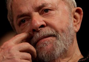 Lula chora na cela, dizem aliados