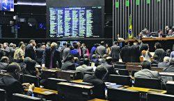 Eleitos já querem trocar de partidos por causa da Cláusula de Barreira