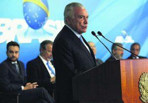 Bolsonaro analisa corte de salários, Maia acena a prefeitos e outros bastidores
