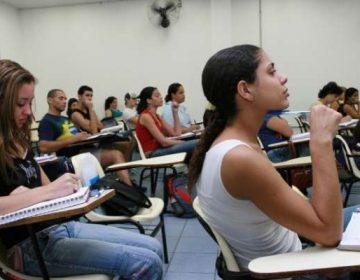 Redução de bolsas universitárias alerta para crise na educação superior