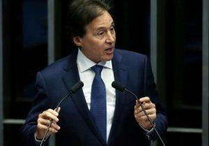 Senadores pressionam Eunício para recorrer contra voto aberto