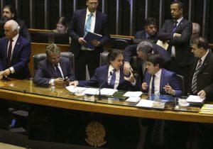 Hora da fatura: senadores cobram promessas de Alcolumbre