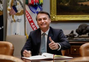 Bolsonaro usa prisão de Temer para dar recado sobre reforma da Previdência