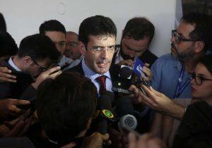 Fritura no laranjal: Cerco se fecha a ministro do Turismo