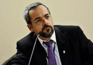 Novo ministro da Educação não agrada militares