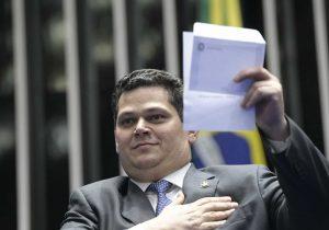 Com suspense sobre CPI, Alcolumbre encontra ministros do STF em Portugal