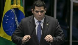 Alcolumbre ignora denúncias contra ministros do STF