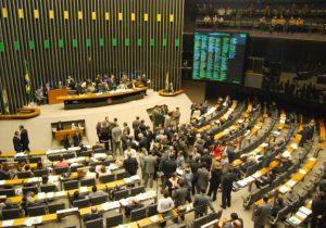 Acordo entre o Planalto e Centrão incomoda PSL