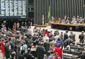 Oposição tenta reverter decisão que cortou 30% do Orçamento das universidades
