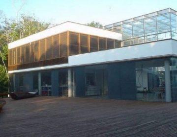 Herdeira do Banco Rural recupera mansão de praia