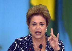 Dilma vira cidadã comum nas ruas de Porto Alegre