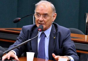 Senador quer proibir desconto da contribuição sindical