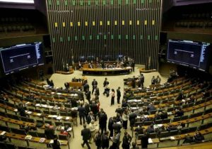 Deputados e senadores apresentam 39 emendas contra MP dos balanços