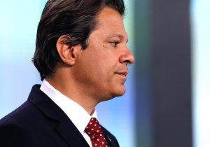 PT insiste em Lula Livre e ofusca Haddad em caravana
