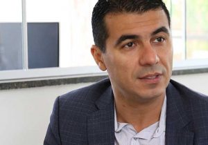Rejeição a suplente dá sobrevida a Luís Miranda na Câmara