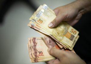 13º deve injetar mais de R$ 214 bilhões na economia até dezembro