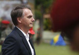 Bolsonaro faz minirreforma para consolidar base