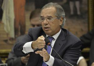 Ala militar do Governo reprova fala de Guedes sobre AI-5