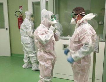 Coronavírus: Na contramão do mundo, Brasil manda contaminados e suspeitos para casa