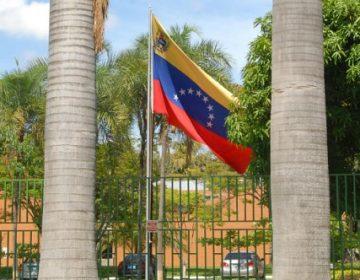 Embaixada da Venezuela no Brasil deixa de pagar brasileiros
