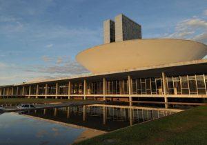 Crise no Congresso: Planalto tenta conter avanço de pautas-bombas