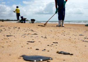 Governo encerra força-tarefa sobre mancha de óleo no litoral