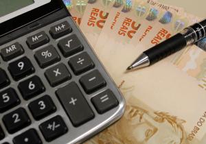 Estados arrocham empresários sem trégua para impostos