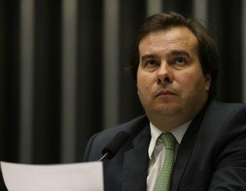 PEC da reeleição de Maia irrita Bolsonaro